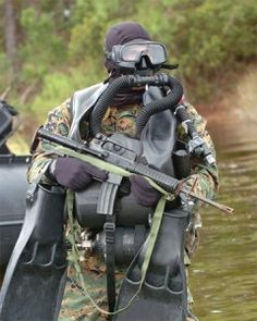 oceanic_data_mask_soldier_navy_scuba_gear