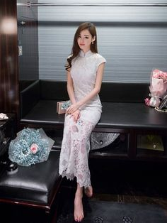 image visits, rating score Maxi Fishtail Qipao / Cheongsam Gown in Floral Lace Cheongsam Modern, Cheongsam Wedding, Cheongsam Dress, Oriental Fashion, Asian Fashion, Chinese Gown, Chinese Clothing, Ao Dai, Traditional Dresses