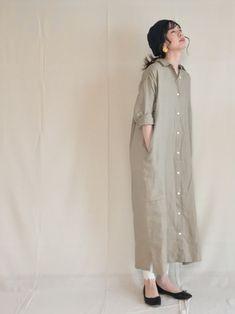 """Im Frühling ist \""""Nudy one tone\"""" eine natürliche Sensation und Erscheinung - なひれきょ Im Frühling ist \""""Nudy one tone\"""" eine natürliche Sensation und Erscheinung - なひれきょ Muslim Fashion, Modest Fashion, Hijab Fashion, Fashion Dresses, Linen Dresses, Modest Dresses, Casual Dresses, Casual Outfits, Japanese Fashion"""