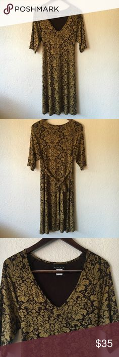 ATHLETA Damask Print Dress Brown and yellow damask print dress. Soft like jersey knit with half sleeves and ties in the back. Athleta Dresses