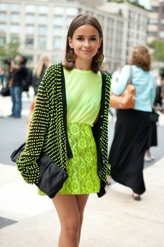 Miroslava Duma Editor Harpers Bazaar Russia New York Fashion Week Street Style Ny Fashion Week, New York Fashion Week Street Style, Look Fashion, Fashion Shoes, Fashion Clothes, Miroslava Duma, Cool Winter, New Yorker Mode, Neon Outfits