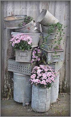 Thrilling About Container Gardening Ideas. Amazing All About Container Gardening Ideas. Vasos Vintage, Galvanized Decor, Galvanized Buckets, Galvanized Metal, Metal Buckets, Metal Containers, Pot Jardin, Vintage Garden Decor, Vintage Gardening