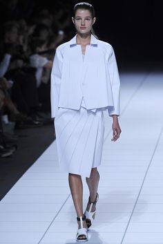 Issey Miyake RTW Spring 2014 - Slideshow - Runway, Fashion Week, Reviews and Slideshows - WWD.com
