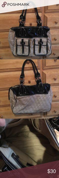 DKNY handbag DKNY handbag like new.  tiny snag in front pocket. smoke free home DKNY Bags Shoulder Bags