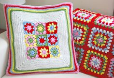 This pillow was made using Attic24's summer garden square pattern, adding 6 Rows of DC in white (2 DC, CH 2, 2 DC in each corner). Then outlining with 5 more Rows of DC in alternating colors. To make this into a pillow, hand sew it onto the front of a plain white envelope style pillow cover.  http://hopscotchlane.blogspot.fr/2012_05_01_archive.html#