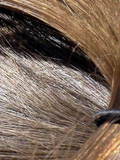 Coucou les filles! Aujourd'hui je vous propose quelques astuces quisauront traiter vos cheveux cassants ou secs et vous procureront une magnifique et saine chevelure. Réparez les dommages av…