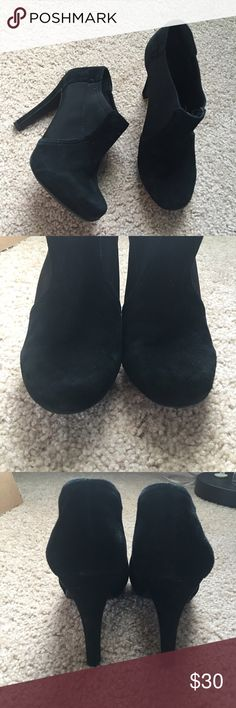 """Gianni Bini booties sz: 6.5 Awesome pair of pre loved GB heel booties sz: 6.5. Worn many times and are still in excellent condition with no flaws. Suede leather. Heel height 4"""" 💖 Gianni Bini Shoes Ankle Boots & Booties"""