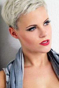 Just when I think I'm going to go a little longer . . . . this happens! Platinum pixie cutI Want to print this hair photo