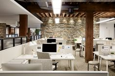 Image 8 of 19 from gallery of West Elm Corporate Headquarters / VM Architecture & Design. Photograph by West Elm Corporate Office Decor, Corporate Interior Design, City Office, Corporate Interiors, Office Interiors, Corporate Offices, Retail Design, Bureau Design, Workspace Design