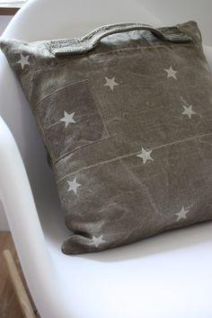coussin en toile de coton et lin kaki tr s clair belle toile militaire ancienne tr s souple. Black Bedroom Furniture Sets. Home Design Ideas