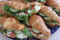 Täytetyt croissantit Rocky Road, Croissant, Fresh Rolls, Meat, Chicken, Ethnic Recipes, Food, Meal, Crescent Roll