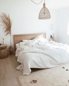 Boho Home Decor morning light in a natural neutral bedroom.Boho Home Decor morning light in a natural neutral bedroom. Minimal Bedroom, Small Minimalist Bedroom, Modern Farmhouse Bedroom, Modern Bedroom, Home Decor Bedroom, Bedroom Wall, Neutral Bedroom Decor, Bedroom Beach, Neutral Bedrooms