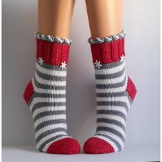 Most current Totally Free Crochet socks women Ideas Wool socks handknit socks Women socks Cuddly socks – Knitting Blogs, Knitting For Beginners, Loom Knitting, Knitting Socks, Hand Knitting, Crochet Mug Cozy, Crochet Socks, Crochet Yarn, Baby Cardigan