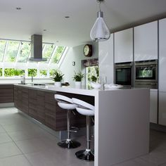 Looking for modern kitchen decorating ideas? Take a look at this white modern kitchen from Beautiful Kitchens for inspiration. For more kitchen ideas, such as how to decorate with white, visit our kitchen galleries Kitchen Island Bench Designs, Modern Kitchen Island, Open Plan Kitchen, Modern Kitchen Design, Interior Design Kitchen, New Kitchen, Walnut Kitchen, Island Design, Kitchen Ideas