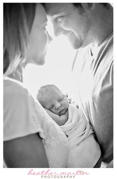 Newborn | Newborn Pose | Lifestyle | Natural Light | Mom | Dad | Baby…