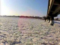 Zugefrorene Ostsee im Seebad Ahlbeck vor und auf der Ahlbecker Seebrücke