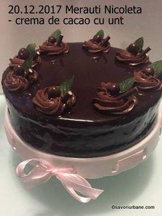 Crema de ciocolata pentru tort – reteta rapida fara oua. O crema fina de ciocolata cu unt pentru torturi aniversare sau prajituri festive. Se prepara foarte simplu si rapid si nu contine oua. ADVERTISEMENT - PUBLICITATE Aceasta reteta de crema de tort cu ciocolata este una foarte veche, din secolele 18-19. Pe vremea aceea se … Healthy Tips, I Foods, Nutella, Cake Recipes, Food And Drink, Pudding, Yummy Food, Sweets, Candy