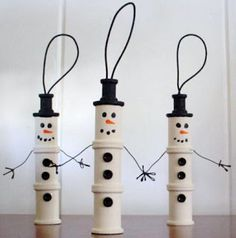 3 wooden spool snowman ornaments - craft for kids Kids Christmas Ornaments, Christmas Projects, Holiday Crafts, Christmas Crafts, Christmas Decorations, Snowman Ornaments, Ornaments Ideas, Holiday Tree, Tree Decorations