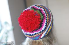 I have lots of leftovers lying around the house. I keep collecting them in small bags according to yarn weight – maybe I'll use them for a project in the future. Yesterday when I was watching something on TV I unconsciously cast on for a hat. It was totally unplanned. This is what I made … Continue reading Scrappy Ski Hat – a free pattern →