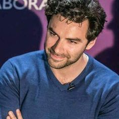 Aidan Turner doesn't know me from a bar of soap. He also doesn't know how much his smile makes ME smile. I do love seeing a good soul shining out of bright eyes. And now I've realised that I sound like my Gran. Shit wasn't I 18 just the other day ?! !!!!!