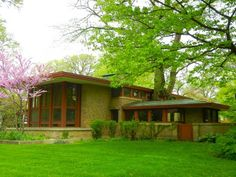 Frank Lloyd Wright built this house in River Forest for Isabel Roberts in 1908. Roberts worked in FLWs Oak Park Workshop. And yes, thats a tree growing out of the house. #chicagosavvytours #franklloydwright frank-lloyd-wright