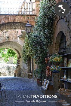 Hidden streets in #Orvieto, #Umbria. #ItalianTraditions #travelling #alleys