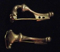 D118: replicas of roman fibulae material: bronze datation:III cent.BC-IV cent.AD  original from private collection. dimensions: 35x15 mm price: 17,85 euro