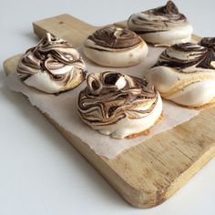 Salted caramel chocolade meringues http://wateetjedanwel.nl/salted-caramel-chocolade-meringues/