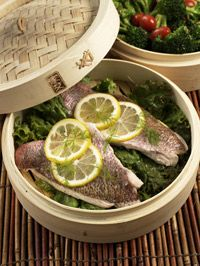 bamboo-steamed fish and veggies Wok Recipes, Steam Recipes, Light Recipes, Seafood Recipes, Asian Recipes, Cooking Recipes, Healthy Recipes, Bamboo Steamer Recipes, Bamboo Recipe