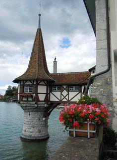 Oberhofen Castle on Lake Thun, Switzerland Bamboo Architecture, Historic Architecture, Beautiful Castles, Beautiful Places, Places In Europe, Places To Visit, Thun Switzerland, Lake Thun, Swiss Style