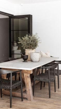 Modern Neutral Outdoor Dining Table Decor