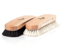 Ziegenhaarbürste von Burgol - glänzende Schuhe auf SHOEPASSION.com