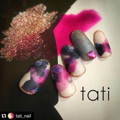 #Repost @tati_nail with @repostapp. ・・・ Liquid Flower ・ 19Store WEB限定の新色 本日24時より発売となります。 965 クリスタマゼンタ 966 ロゼリーフ ・ クリスタの透明感を使った滲み感のあるフラワーを作りました。 ・ ノワールとの相性抜群。 どのカラーとにじませるかで雰囲気が変わるアートです。 ・ ・ ・ 23 44 258 1002 965 new 966 new #vetro_tokyo #nailart #nails#naildesign #design #art #gelnail #ネイルアート#ネイル #ネイルデザイン #vetro#네일 #네일아트 #아트 #指甲 #指甲彩繪 #藝術 #美甲 #design #cool#beauty#nails#vetro_international