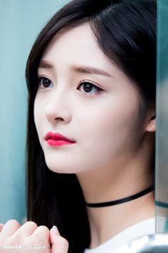 PRISTIN ♡ Joo KyulKyung 周洁琼 • 주결경 (Zhōu JiéQióng) at Seoul, Gangnam / Cheongdamdong Hair Shop 170426 #저우제충 #초커 #핑키 for Naver x Dispatch