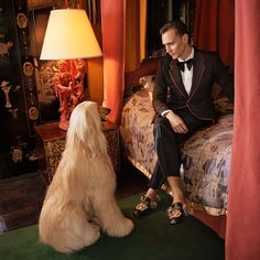 TOM HIDDLESTON SUITS UP FOR GUCCI