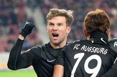 Der VfB zeigte gegen den Tabellenletzten ein Spiel zum Vergessen. Die Augsburger freuten sich umso mehr. Foto: dpa http://www.stuttgarter-zeitung.de/inhalt.vfb-stuttgart-schlusslicht-augsburg-deklassiert-den-vfb-stuttgart.e00b6858-ffc8-400f-8a17-9340e25249df.html