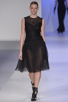Tae Ashida - Ready-to-Wear - Runway Collection - Women Spring / Summer 2015 - See more at: http://firstview.com/collection.php?p=100&id=40467&of=108#sthash.XHzDSeoU.dpuf