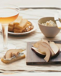 Thinly sliced Bartlett pears are a sweet foil to tangy Roquefort.