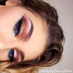 Metallic gold and pink eyeshadow look