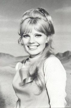 Marta Kristen, season 3 of Lost In Space, Classic Actresses, Actors & Actresses, Marta Kristen, Danger Will Robinson, Space Tv Shows, Sci Fi Tv Series, 2001 A Space Odyssey, Science Fiction Series, Tv Girls