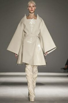 Gareth Pugh Ready To Wear Fall Winter 2014 Paris - NOWFASHION
