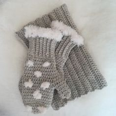 My snowflake mittens and matching cowl. I love this colour. It's a grey with a p Crochet Mittens, Free Crochet, Crochet Top, Furry Boots, Yarn Projects, Crochet Braids, Crochet Doilies, Crochet Bikini, Snowflakes