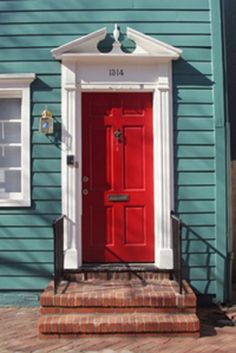 Love red front doors...don't think it will go with the new house though :o/