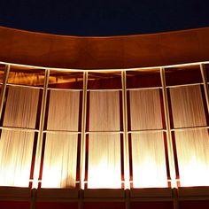 beaded-curtain-exterior-floodlit.jpg (400×400)