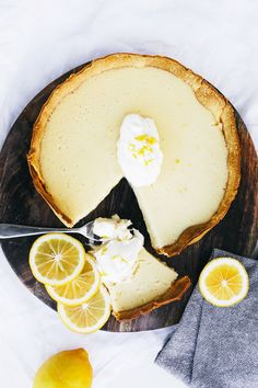 Milk Lemon Tart Here's what to do with all your leftover lemons!Here's what to do with all your leftover lemons! Lemon Dessert Recipes, Lemon Recipes, Tart Recipes, Köstliche Desserts, Sweet Recipes, Delicious Desserts, Plated Desserts, Sweet Pie, Sweet Tarts