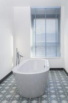 Blauwe jaloezie badkamer, fantastisch!