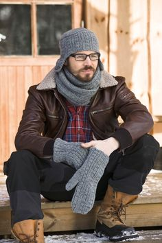 Warming hat, gloves and scarf. Loom Knitting Patterns, Knitting Stitches, Free Knitting, Knitting Tutorials, Hat Patterns, Stitch Patterns, Man Crafts, Fingerless Mittens, Wrist Warmers