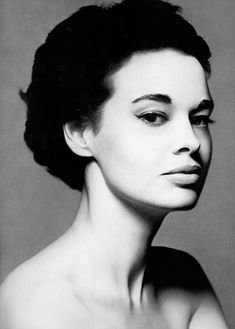 gloria-vanderbilt-1953-photo-richard-avedon.jpg (930×1300)