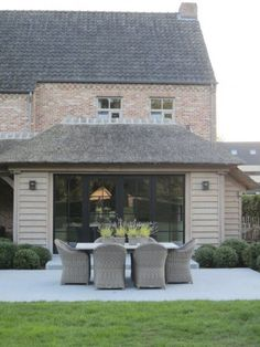 Fantastic Free of Charge Farmhouse Style Homes Exterior Design Ideas Strategies To construct a traditional-looking country home, you can refer to these external characteristics: B