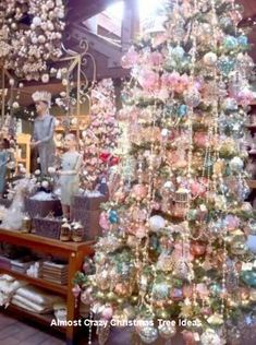 Ideas Vintage Christmas Tree Garland Shabby Chic For 2019 Diy Christmas Balls, Christmas Tree Garland, Beautiful Christmas Trees, Noel Christmas, Pink Christmas, Christmas Tree Decorations, Xmas Trees, Christmas Scenes, Christmas Things